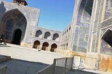 这个清真寺,进到里面震惊了!那歌声好好听。开始我以为是女孩子唱的,跟着声音去原来是小学生全是男孩子的