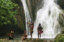 在瓦国的维港,最值得推荐的景点要属mele cascade瀑布, 这里有五个水池,可以游泳也可以欣赏