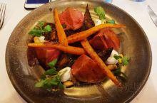 奥克兰 一树山附近的One Tree Grill是比较有名的西餐厅,位于Epsom区,店面不大,但是