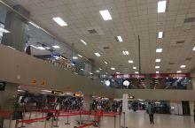 科伦坡班达拉奈克国际机场,是以该国独立后的首位领导人命名,是南亚重要的交通枢纽。今天我们拍到了夕阳西