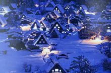 离高山市一个小时路程的白川乡,是有着400年历史的村落,也是一个晚上可以降雪超过1m都不足为奇的地方