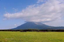 到 鹿儿岛 观光,旅游资料上一般都着重推介樱花岛。 樱岛 是火山爆发后形成的小岛。一座小山上竟然有三