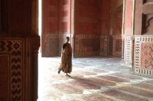 Taj Mahal 泰姬陵的水影  泰姬陵是一座伊斯兰的陵墓。 它是由莫卧儿皇帝沙贾汗为他刚过世爱妻