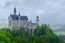 德國福森的新天鵝堡:從慕尼黑坐FlixBus 可以直達到新天鵝堡的山脚.非常方便。可惜整天都落雨