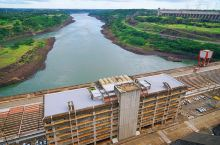 伊泰普水电站,由巴西和巴拉圭共同建设,曾经的世界第大水电站,三峡建成后变为第。但就发电量来说,仍是世