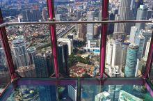 吉隆坡塔的门票有两个级别,一种是在室内一种在更高的室外,当然去室外的要贵一些,不过贵得不多。能空中漫