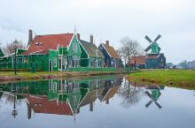 """荷兰被称为""""风车之国"""",这是因为荷兰的国土大部分都属于低洼之地,在古时候,常常需要与水患做斗争,于是"""