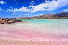 粉红色海滩-拥抱浓浓少女心    说起希腊,乖乖们的第一印象是什么呢,是蓝天白云的梦幻,亦或是美酒酸