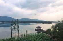 常熟尚湖,就是沙家浜沙奶奶闹革命的地方,原计划是到水上森林去看看的,住进这个酒店就懒得去了,酒店景色