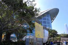 香港会议展览中心位于香港湾仔,1988年建成,是亚洲第二大的会议及展览场馆,规模仅次于日本,是香港区