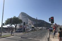 直布罗陀,如果有申根多次往返,可以免签停留2天。……直布罗陀的感觉,有点像回归前的沙头角。最有趣的事