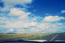 蓝天白云大草原。另一种美!随手一拍就是xp桌面图。