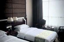 黄冈松泰酒店服务态度热情房间卫生干净整洁通风采光效果好。