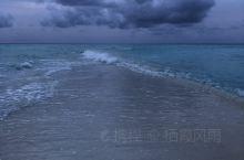 库拉玛提岛最出名的就是拖尾沙滩,可惜雨季很难看到落日。
