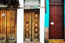 拥有丰富巴洛克风格建筑的特色街区 【慕名已久】   La Candelaria是波哥大地区的一个区,
