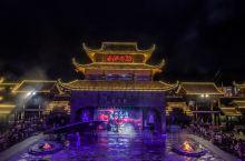魅力湘西,一场精彩的舞台表演,展示了最湘西的风俗文化。 在张家界不能仅仅的去武陵源或者玻璃栈道游玩,