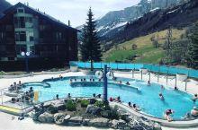 这一生遇见你就已经足矣 ●Leukerbad Therme是很受人们喜欢的一处游泳并且泡温泉一类的地