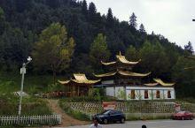 佑宁寺,位于青海省海东市互助区五十乡。该地为明清时期西藏经青海去内蒙各地的通道,寺院占据达坂山南麓的