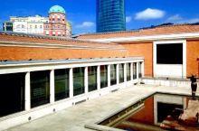 降落地球的外星飞船  奇特的外观 前几天美国的老弟在群里发了条信息说毕尔巴鄂美术馆救活了一个城市。真