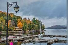 在魁北克,赏枫从来不是一件刻意的事情。在九月底十月初,枫叶开始变颜色的时候,不管你在城市中心还是在近