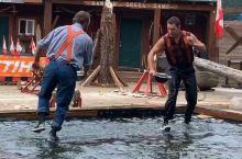 伐木工秀,踩原木比赛,看谁先掉下水。