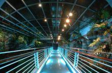 该水族馆是一处教育、科研和文化中心,目的在于教育人们懂得如何去经营管理和有义务地保护地球上的水生自然