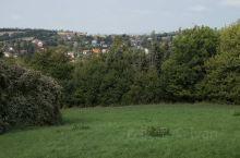 这里真的是山青水秀,一片祥和安静,既有安静而整洁的村庄,也有漂亮的小镇,天空和草地一样蓝,空气特别好
