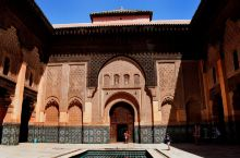 马拉喀什的阿里本优素福神学院,他是伊斯兰神学在北非地区最大的一座神学院。它本身也是一座历史悠久的清真