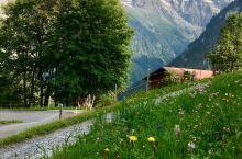 夏天去瑞士少女峰脚下避暑是一个非常明智的选择。少女峰脚下有很多小山村,劳特布伦嫩和米伦都是好选择。山