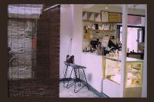 潮州老厝改造的本土咖啡馆 网红打卡地  在潮州牌坊街走累了,遇到了大众点评上排名第一的咖啡馆,拐进去
