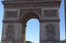 9月15日。浪漫之都巴黎。举世闻名的凯旋门、埃菲尔铁塔、船游塞纳河,两岸风光无限。大家把关注的目光,
