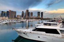 东港国际游艇俱乐部。可以坐船出海。船家预备的东西很全。可以做小型会议场所。