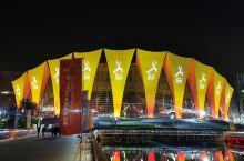 东方体育中心的武术世锦赛开幕式之夜。 东方体育中心位于8号线外,出4-6号口步行5分钟就到了。这里经
