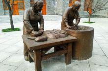 乡宁县城街头雕塑。