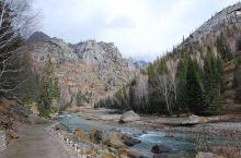 额尔齐斯大峡谷位于富蕴县可可托海景区内,是可可托海景区的重要组成部分,大峡谷内山,水,石,树交相呼应