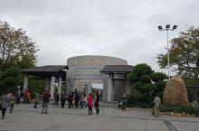 """1979年5月,梅州市(县级市)复办博物馆,人员与馆藏文物重新划分,馆名为""""梅州市博物馆"""",馆址在梅"""