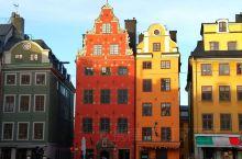 北欧靠近北极,日照时间短,据说很多人容易抑郁,因此,建筑和装饰都尽量丰富多彩,颜色特别鲜艳,借以调节