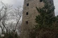城顶山,位于安丘市城区西南49.4公里的石埠子、辉渠、柘山三镇交界处,海拔446米,是国家级森林公园