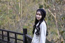 无疑于,她是我和我的旅行伙伴们这次在河南信阳旅行,遇到的长相甜美最具镜头感和表现力的讲解员。我们在固