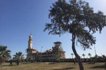 蒙塔扎宫位于埃及的亚历山大东部,占地155.4公顷,密林环绕,是一个独具特色的花园。1952年前一直