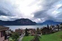 韦吉斯是瑞士瑞吉山脚下的一个美丽的小镇。一边是秀美的瑞吉山,一边是清澈的琉森湖。住在这里的人们热爱生