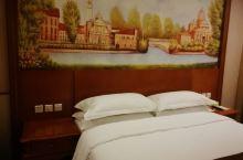 挺赞的酒店,价格实惠,设施齐全,交通便利,停车方便,前台李丹服务热情,宾至如归。