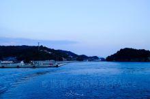 ⛰【景点攻略】 📍详细地址:女木岛  🚗交通攻略:女木岛离高松港口非常近,普通轮渡20分钟就到了。