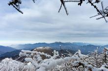 冬季的秦岭,没有川藏冷的酷烈,却带了三分横断雪山的雄奇。没有青藏的荒寒,却远大放旷。没有南方丘陵冻雨