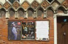 威尼斯除了世界著名的水旅游!还是世界各地文化艺术会聚之地!特别是当代的国际艺术展和双年展!是很利害的