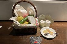 滨海金陵的房间很大很干净,服务周到,酒店送了水果自制饼干和酸奶。携程工作人员非常热情,此次预定非常满