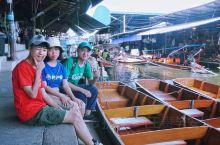 泰国毕业游第二日—第二站::丹嫩沙多水上市场         离开美攻铁道市场后,大概10:00抵达