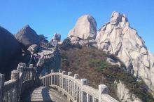 天柱山因独特的自然景观,名列安徽省三大名山之一(黄山、九华山、天柱山),被誉为