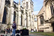 York minster是英国最大的哥特式教堂、  走进内部看到的都是超大的中世纪彩绘玻璃,还有专门