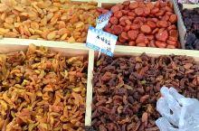 美丽的伊宁,干果种类繁多,价格也很优惠。很多干果,内地省市都买不到!来伊宁旅游。一定要品尝下这里的干